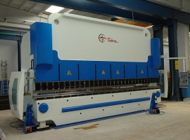 PRESSA PIEGATRICE sincronizzata, lunghezza 6mt, 320 tonn. ad unità a controllo numerico