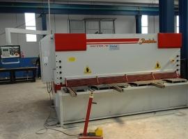 Hydraulic shear length. 3m 10mm thick with digital display CNC