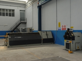 Our roller bending machine hydraulic length. 3 meters with device calendaring conical panel digital display cabinet